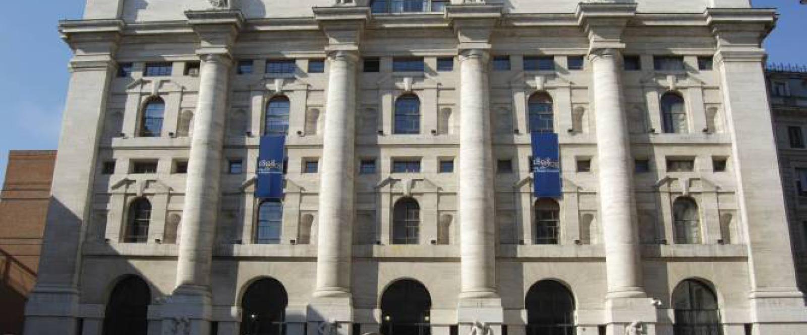 Milano e le altre piazze europee chiudono in positivo. Spread in calo a 148 punti