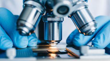 Volontario per il vaccino morto: ecco come non si dovrebbe raccontare la pandemia