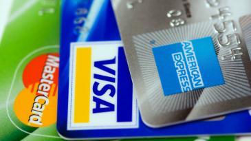 Carte di credito: il costo di attivazione si abbasserà del 22,1% quest'anno
